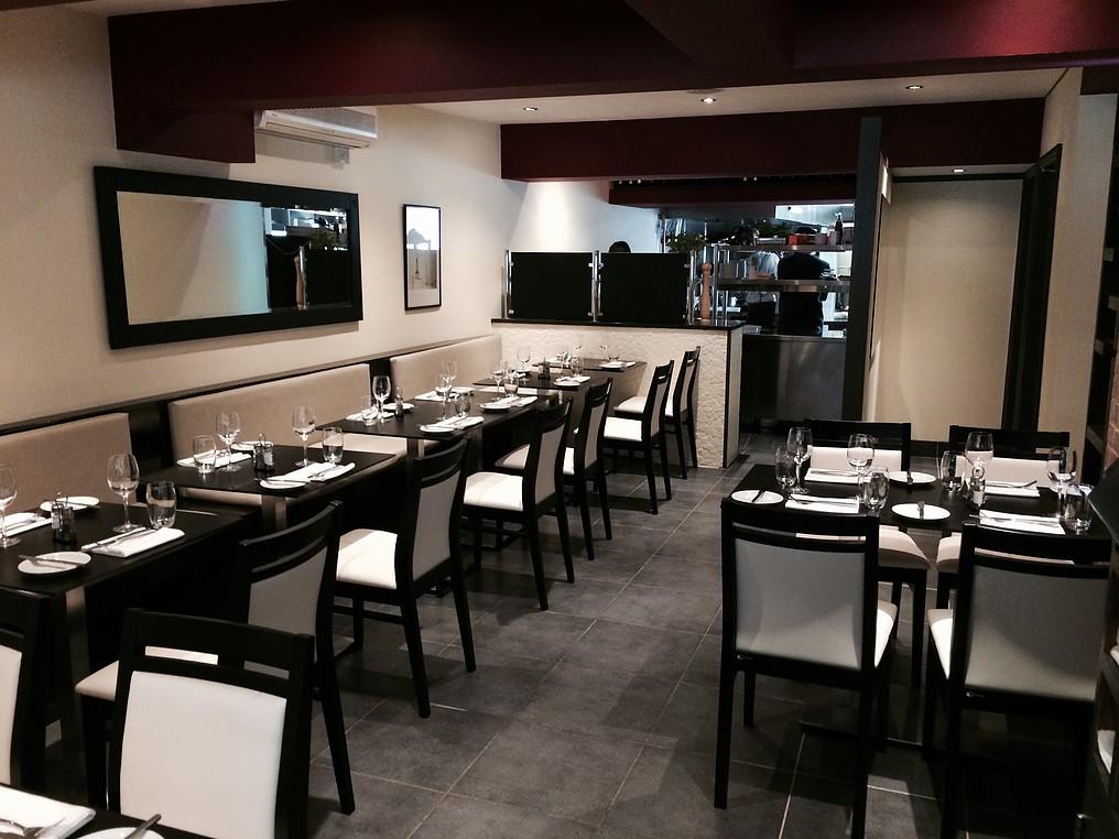 Classis group mobili rio hotelaria cadeiras e mesas for Mobiliario para restaurante